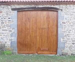 Agreable Fabrication Traditionnelle Du0027une Porte De Grange En Mélèze Massif Avec Porte  De Service Galerie De Photos